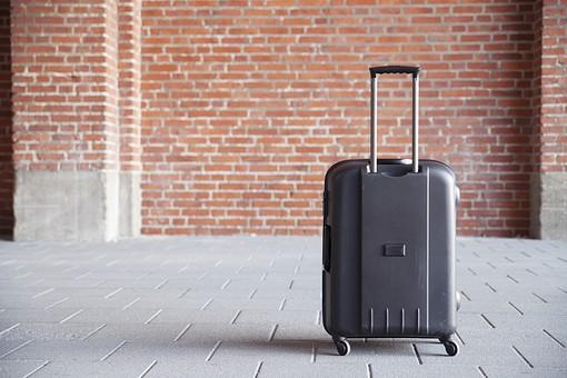 スーツケースの鍵が開かない!解決方法は?