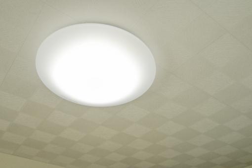 照明をLEDに変えるときの器具の選び方と交換方法