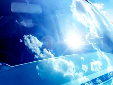 意外と多い自動車トラブル!フロントガラスの傷による修理や交換作業の流れ